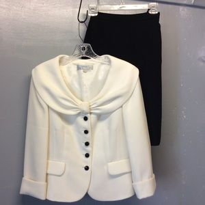 Sz 6 Tahari Ivory & Black Skirt Suit...LOOKS NEW!
